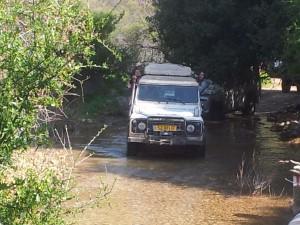 טיול משפחות עם נסיעה בנחלים בג'יפים של פלגי בזלת