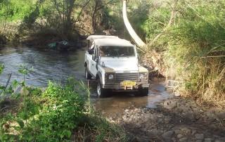 מעבר מים עם הג'יפ טיול לגונת הזאכי פלגי בזלת